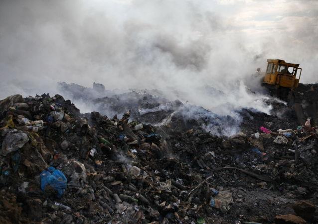 Pożar na wysypisku odpadów