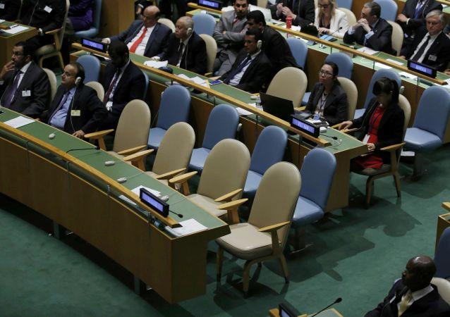 Puste krzesła delegacji Ukrainy podczas 70. Zgromadzenia Ogólnego ONZ
