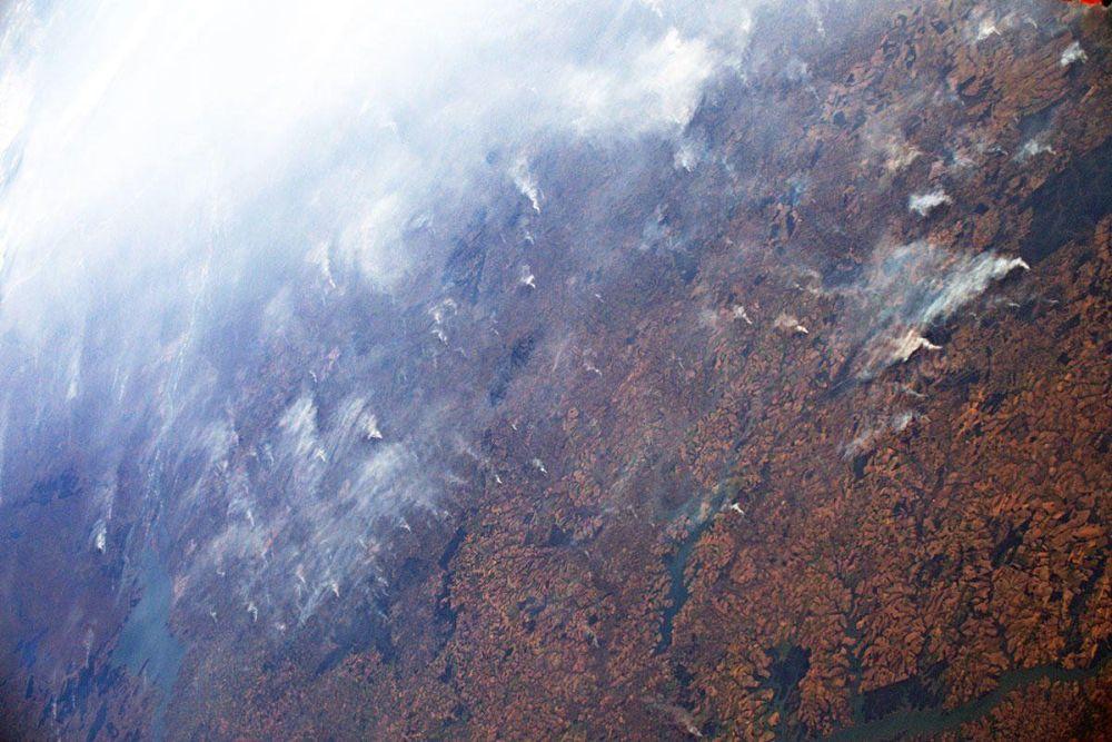 Płonące lasy Amazonii na zdjęciu z orbity włoskiego astronauty Luki Parmitano.