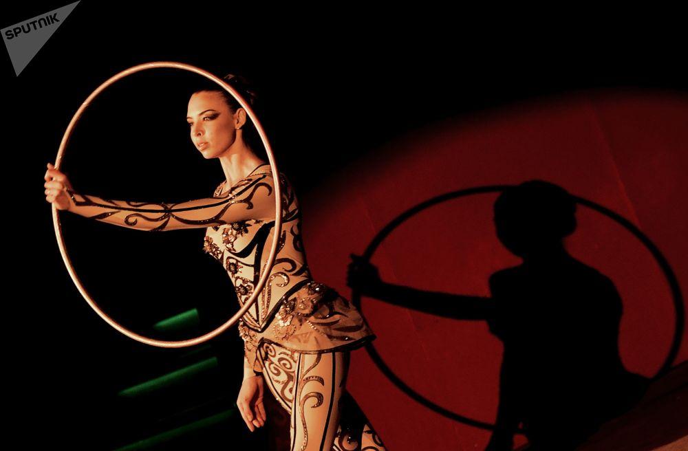 Akrobatka w moskiewskim cyrku