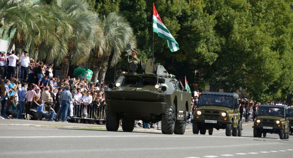 Sprzęt wojskowy na paradzie na cześć Dnia Niepodległości Abchazji