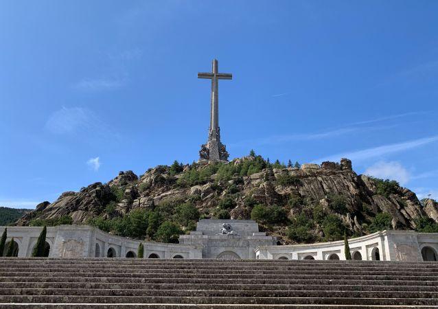 Dolina Poległych, miejsce pochówku generała Francisco Franco