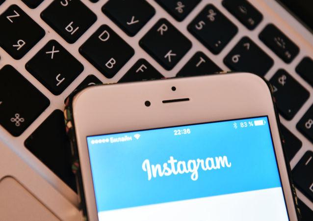 Strona sieci społecznościowej Instagram na ekranie smartfona