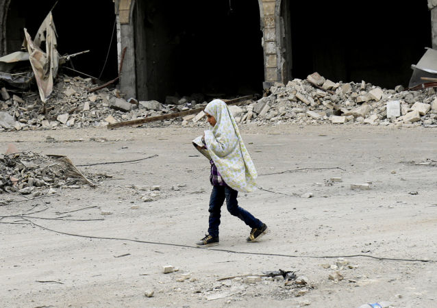 Dziewczynka na ulicy w Rakce