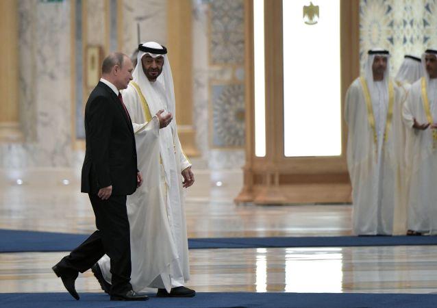 Prezydent Rosji Władimir Putin i książę i następca tronu Muhammad ibn ZajidAl Nahajjan