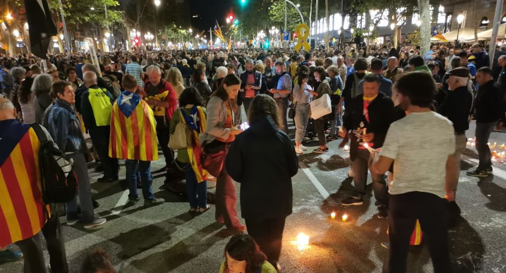 Protestujący w Barcelonie