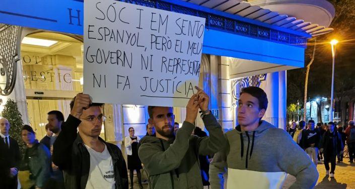 Uczestnicy protestu w Barcelonie