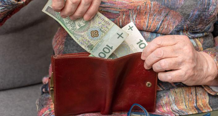 Premier Mateusz Morawiecki obiecał, że w 2021 roku partia rządząca wprowadzi kolejną – 14 – emeryturę