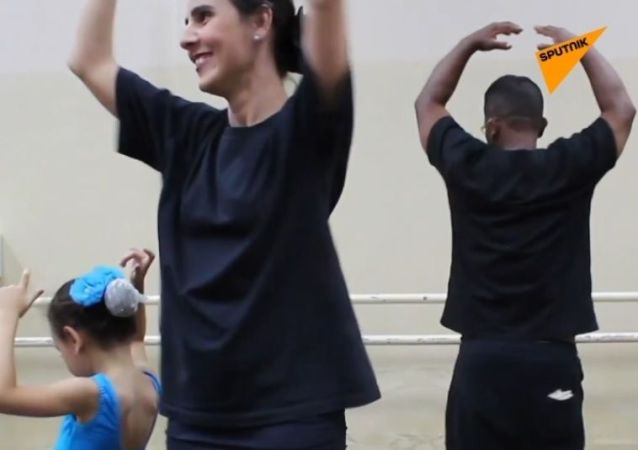 Budowniczy w wieku 54 lat zajął się baletem dla swoich córek