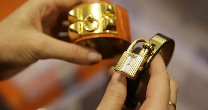 Bransoletka i zegarek Hermes.