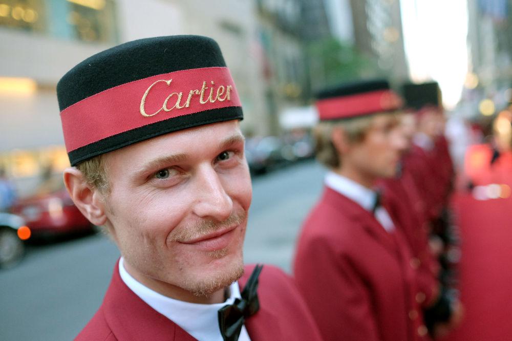 Portier na imprezie Cartier w Nowym Jorku.