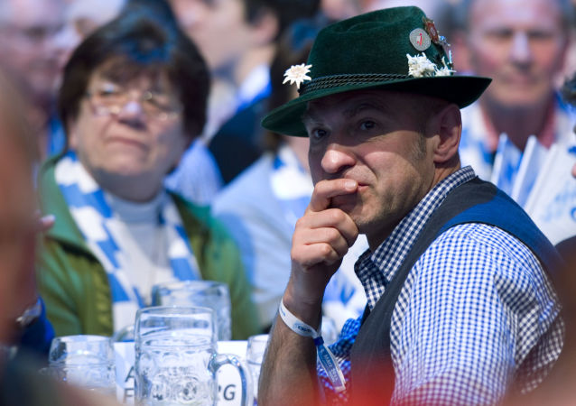 Mężczyzna w bawarskim stroju