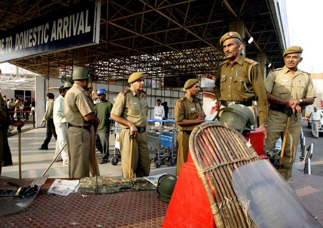 Policja na międzynarodowym lotnisku im. Indiry Gandhi w Delhi, Indie