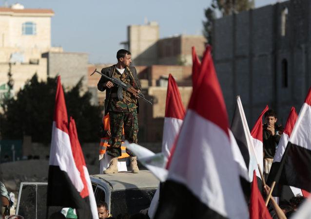 Rebelianci Huti na ulicach Sany świętują zabicie prezydenta Jemenu Ali Abd Allah Saleha. 5 grudnia 2017