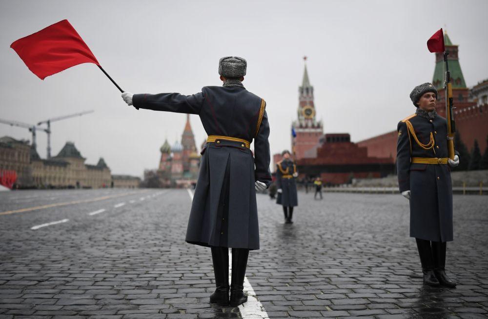 Próba generalna marszu poświęconego 78. rocznicy defilady wojskowej z 1941 roku na Placu Czerwonym
