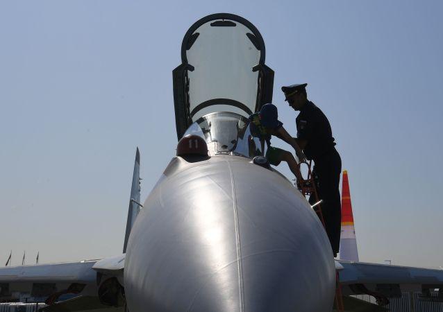 Wielozadaniowy myśliwiec Su-35S