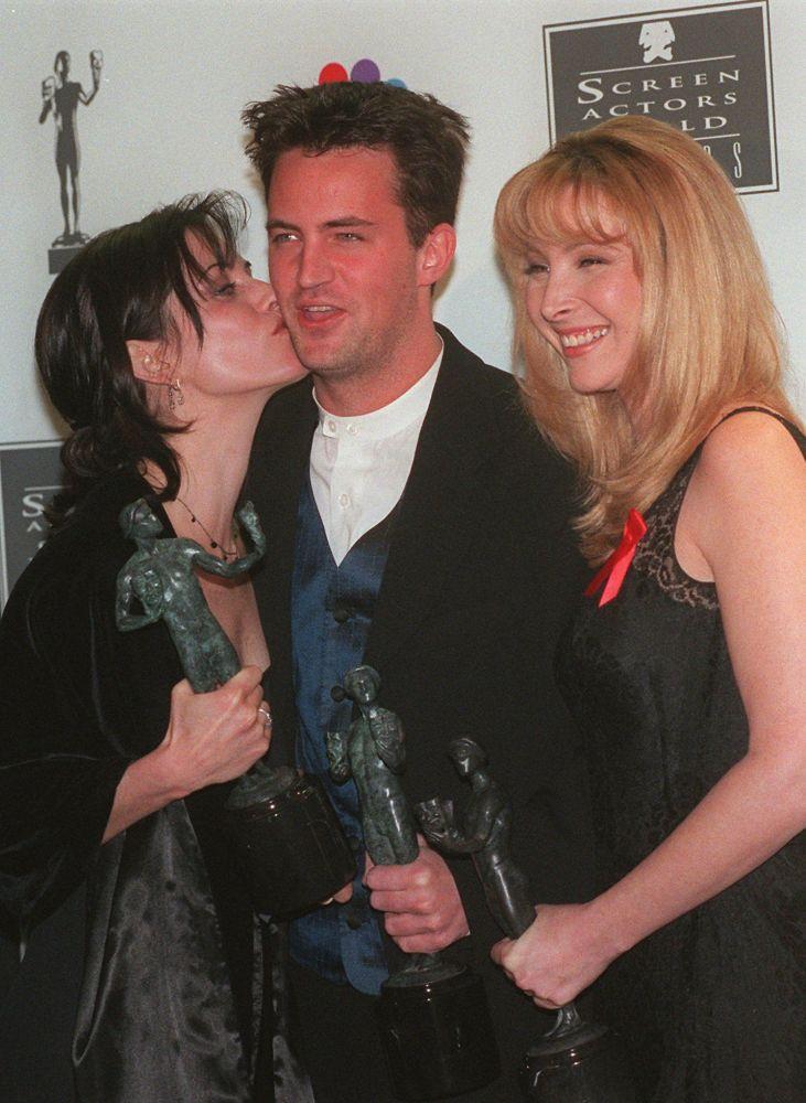 Courteney Cox, Matthew Perry i Lisa Kudrow w 1996 roku