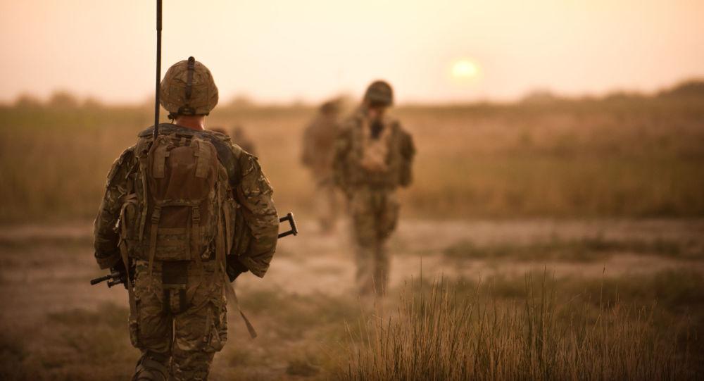 Brytyjscy żołnierze na patrolu w Afganistanie