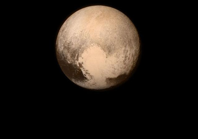 Zdjęcie Plutona z pokładu sondy NASA New Horizons