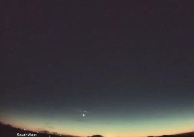 """Nieziemskie przyciąganie: """"pocałunek"""" Wenus i Jowisza"""