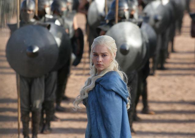 Emilia Clark, odtwórczyni roli Daenerys Targaryen w serialu Gro o tron
