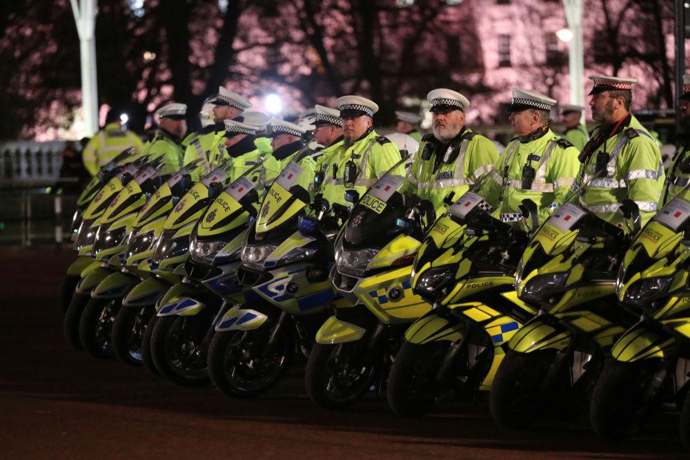 Policja przed rezydencją brytyjskich monarchów przed rozpoczęciem szczytu NATO, Londyn