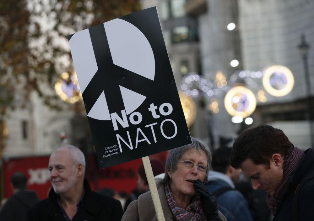 Protesty przeciwko szczytowi NATO