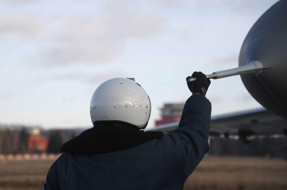 Pilot na poligonie Łuchowickiej Fabryki Lotniczej im. Woronina w obwodzie moskiewskim