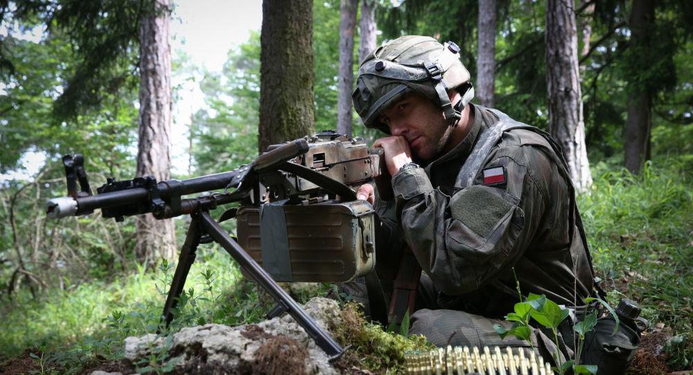 Polski żołnierz na ćwiczeniach