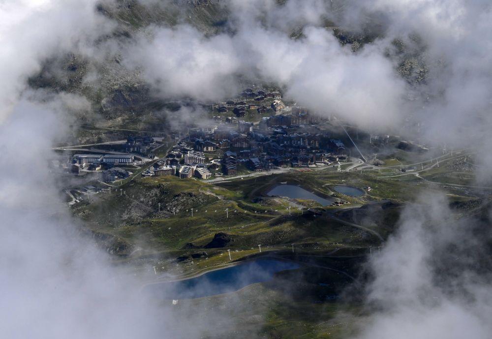 Widok na stację narciarską Val Thorens we francuskich Alpach