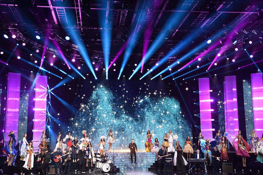 Występ piosenkarza Robbie Williams podczas konkursu piękności Miss Francji 2020
