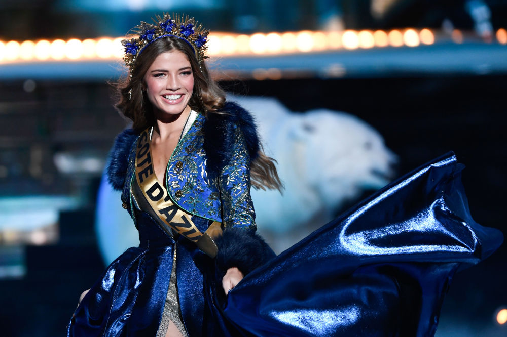 Miss Lazurowego Wybrzeża podczas konkursu piękności Miss Francji na rok 2020