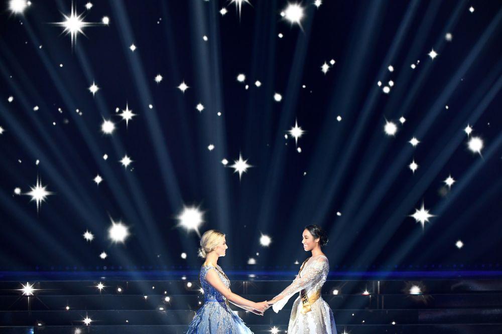 Miss Prowansji i Miss Gwadelupy podczas konkursu piękności Miss Francji na rok 2020