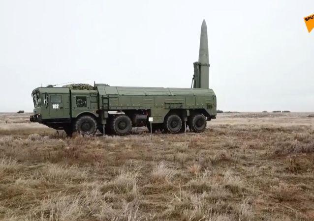 Wyrzutnia rakietowa Iskander-M: szkolenie bojowe pod Astrachaniem