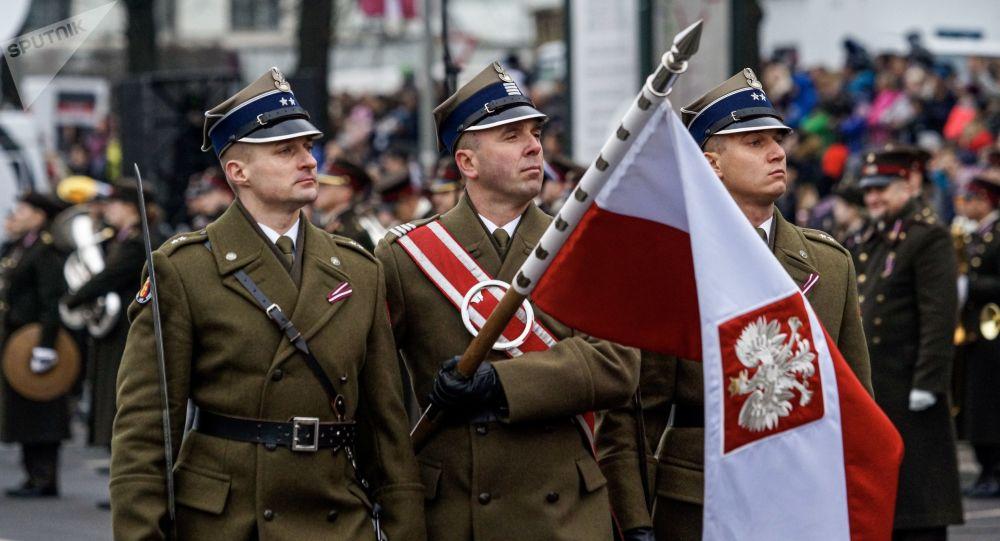 Polskie wojsko w Rydze, Dzień Niepodległości Łotwy