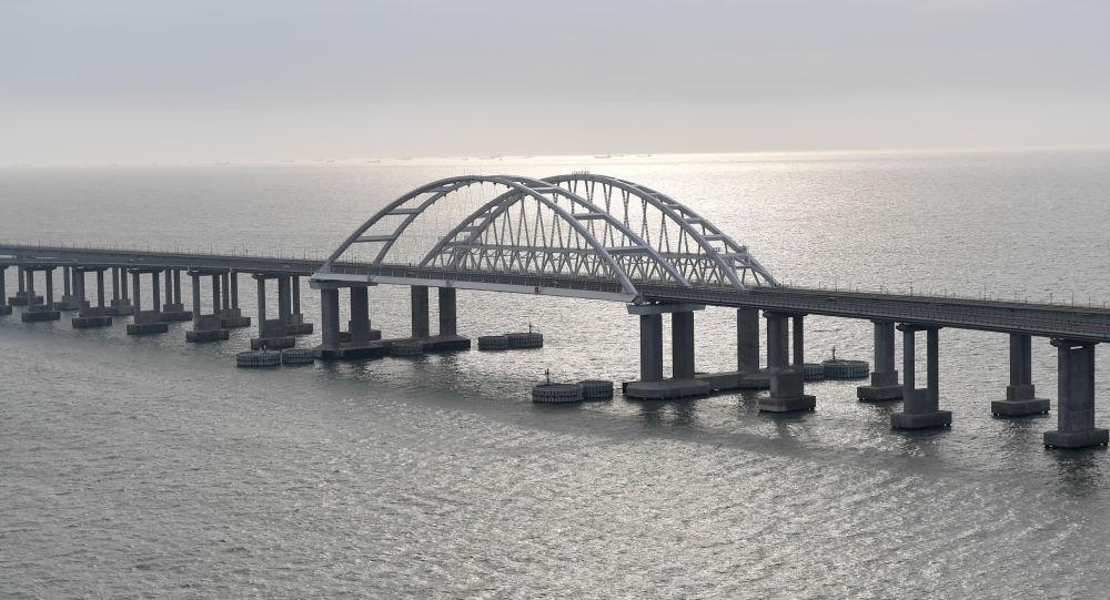 Most Krymski przed ceremonią otwarcia ruchu kolejowego