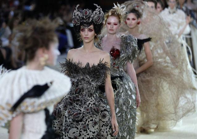 Pokaz mody w Paryżu