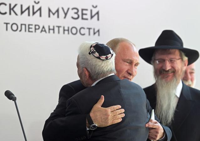 Prezydent Rosji Władimir Putin podczas wizyty w Muzeum Żydowskim