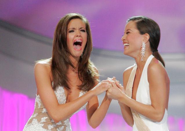 """Miss Oklahoma, Jennifer Berry, zwyciężczyni konkursu """"Miss America"""" w Las Vegas, 2006 rok"""