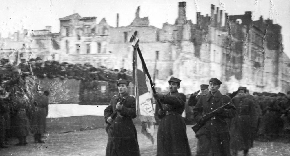 Parada Pierwszej Armii Wojska Polskiego na ulicy Marszałkowskiej po wyzwoleniu Warszawy, 19 stycznia 1945 roku