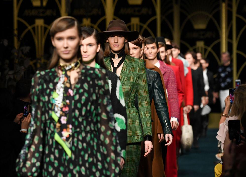 Modelki prezentują kolekcję projektanta Marc Cain podczas Tygodnia Mody w Berlinie