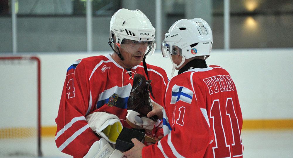 Putin w swoje urodziny zagrał w hokeja