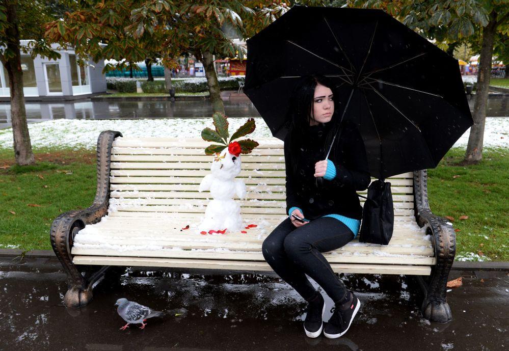 Dziewczyna w parku w Moskwie
