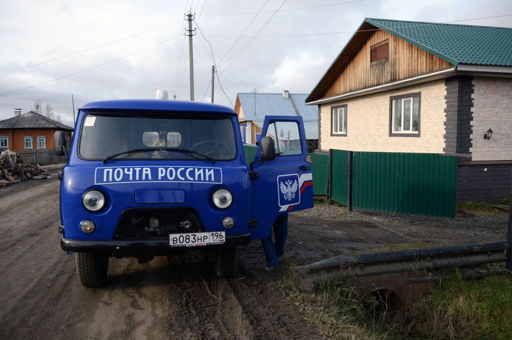 Samochód pocztowy w miejscowości Gari w obwodzie swierdłowskim