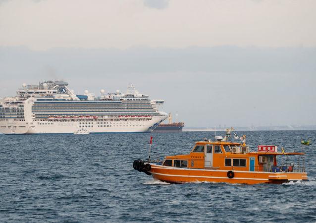 Statek wycieczkowy Diamond Princess u wybrzeży Japonii