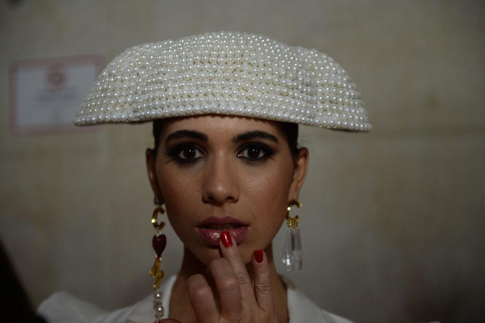 Modelka za kulisami Międzynarodowego Pokazu Flamenco Fashion Show
