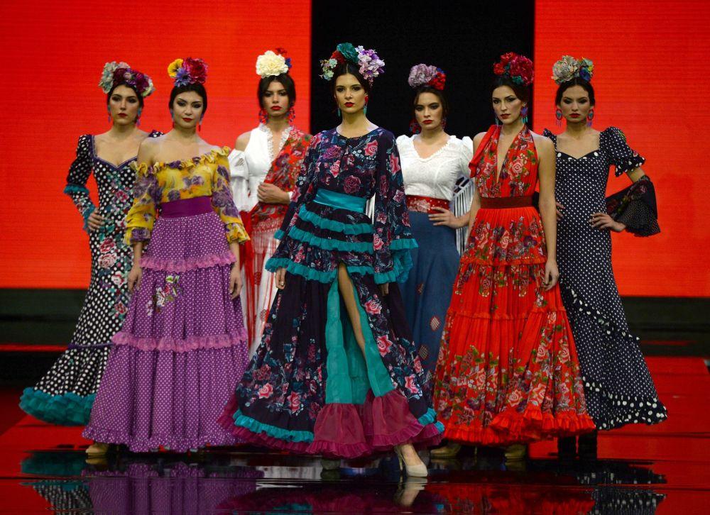 Modelki podczas Międzynarodowego Pokazu Flamenco Fashion Show