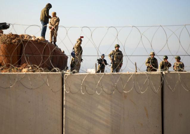 Tureckie wojsko na granicy z Syrią w prowincji Idlib