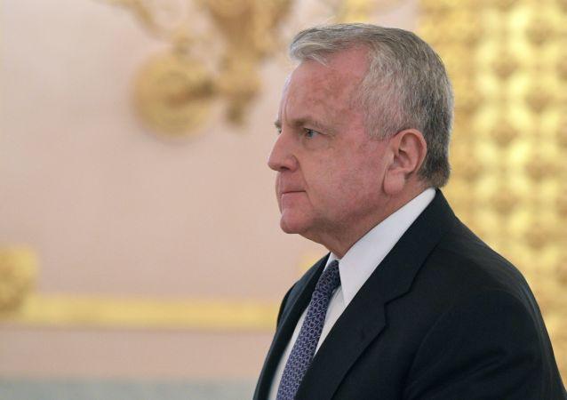 Ambasador USA John Joseph Sullivan