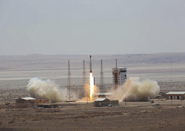 Start rakiety nośnej Simorgh w Iranie